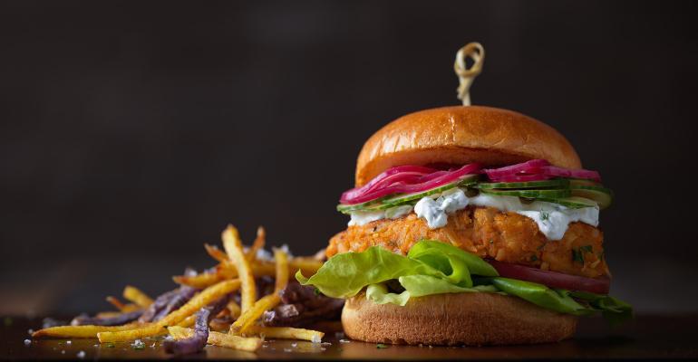 2_Feature_Curried Chickpea Potato Burger_1540x800_PotatoesUSA