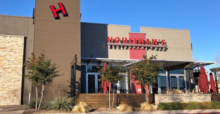 Houlihan's-closes-restaurantsDallas.jpeg