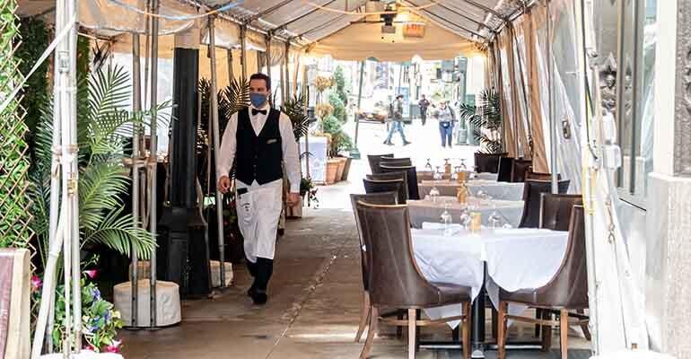 Nielsen-CGA-RestauranTrak-outdoor-dining-new-york-city-full-service-restaurant.jpg