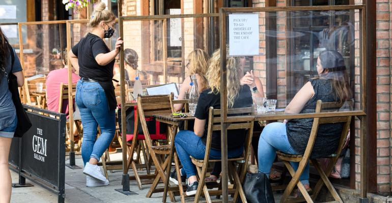 Restaurants-outdoor-dinning-social-distancing.jpg