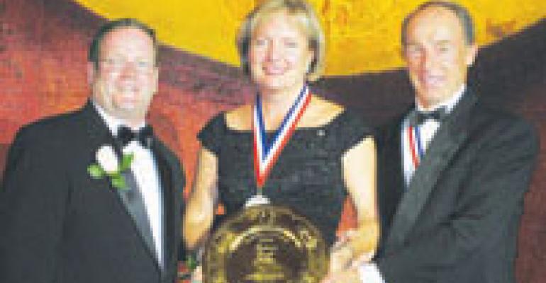 Buffalo Wild Wings CEO wins IFMA Gold Plate