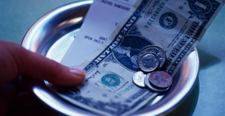 Report: Restaurant traffic declines, average check rises in April