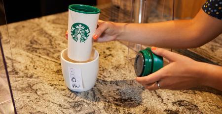 SBX20210607-Starbucks-Reusable-Cup-Process-4-1.jpeg