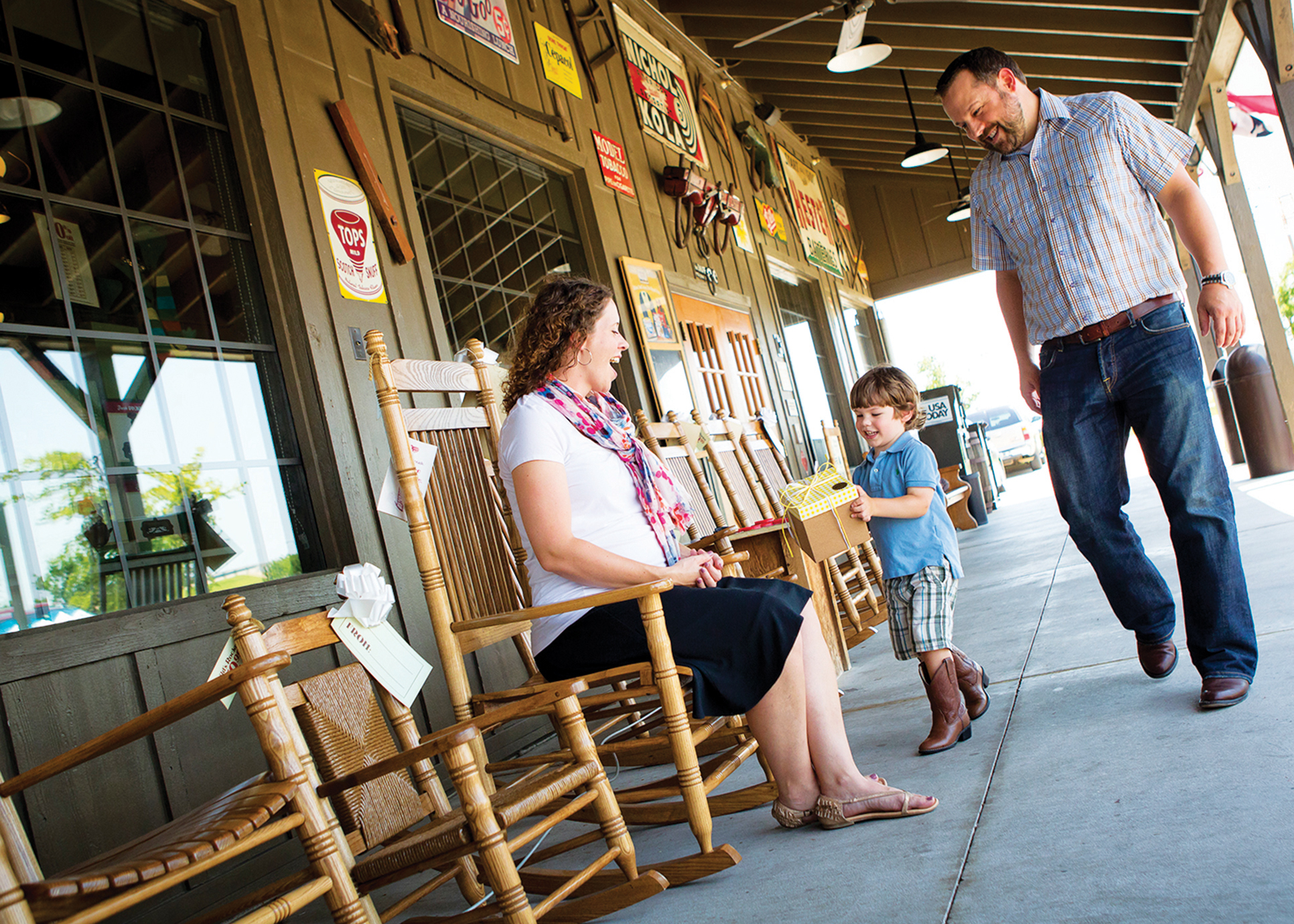 Restaurant Retail Combo Keeps Customers In Tune With Cracker Barrel Nation S Restaurant News The company was founded by dan evins in 1969; restaurant retail combo keeps customers in tune with cracker barrel nation s restaurant news
