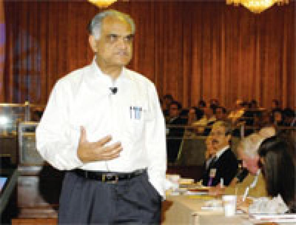 Charan urges industry to adopt long-term, global view