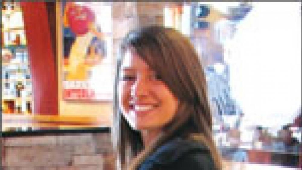 Red Robin serves up small slice of fame for waitress